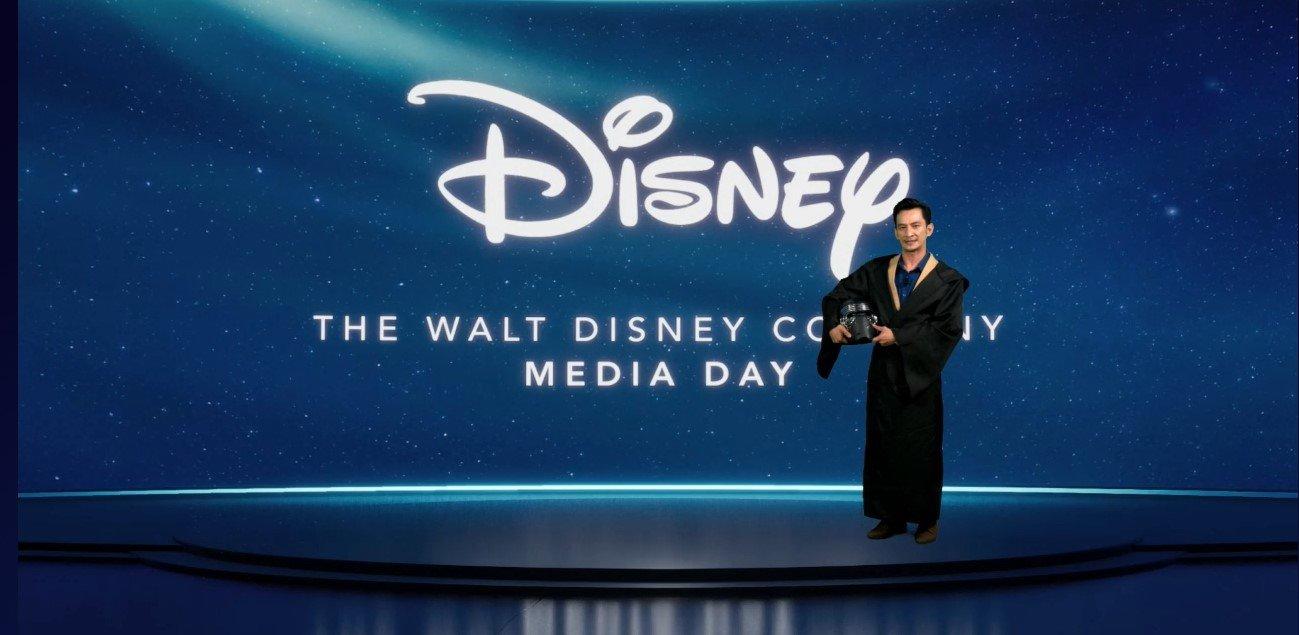 主持人那兹卢丁(Nazrudin Rahman)以黑武士造型为Disney+ Hotstar 打开序幕。
