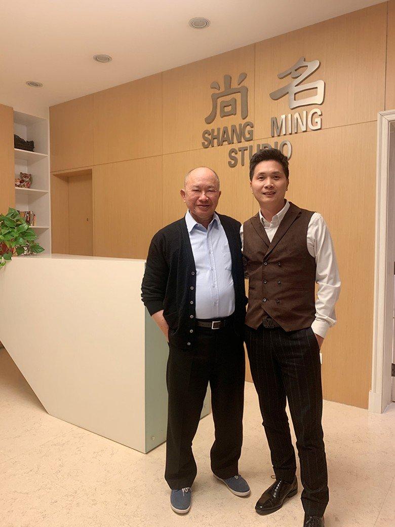(左)吴宇森与廖宝军会面。