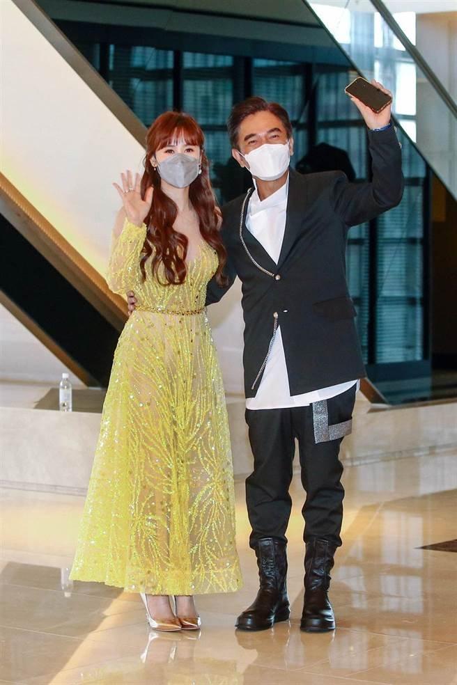 吴姗儒与爸爸吴宗宪出席婚礼。