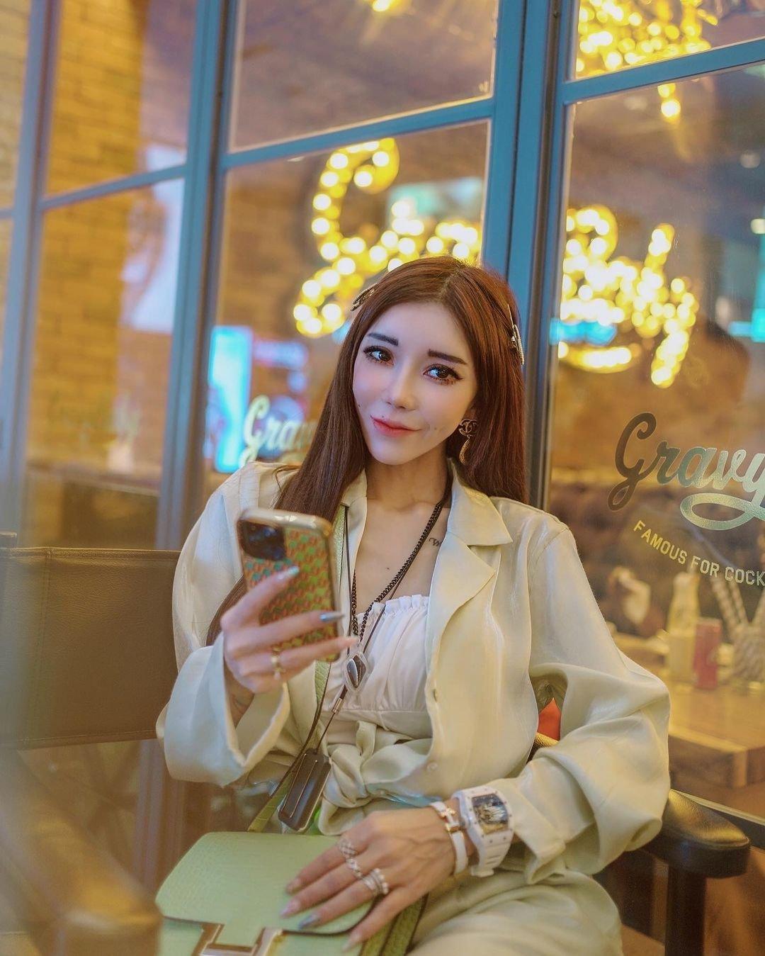 """林云被称是""""全民姐姐"""",在IG上拥有逾63万粉丝。"""