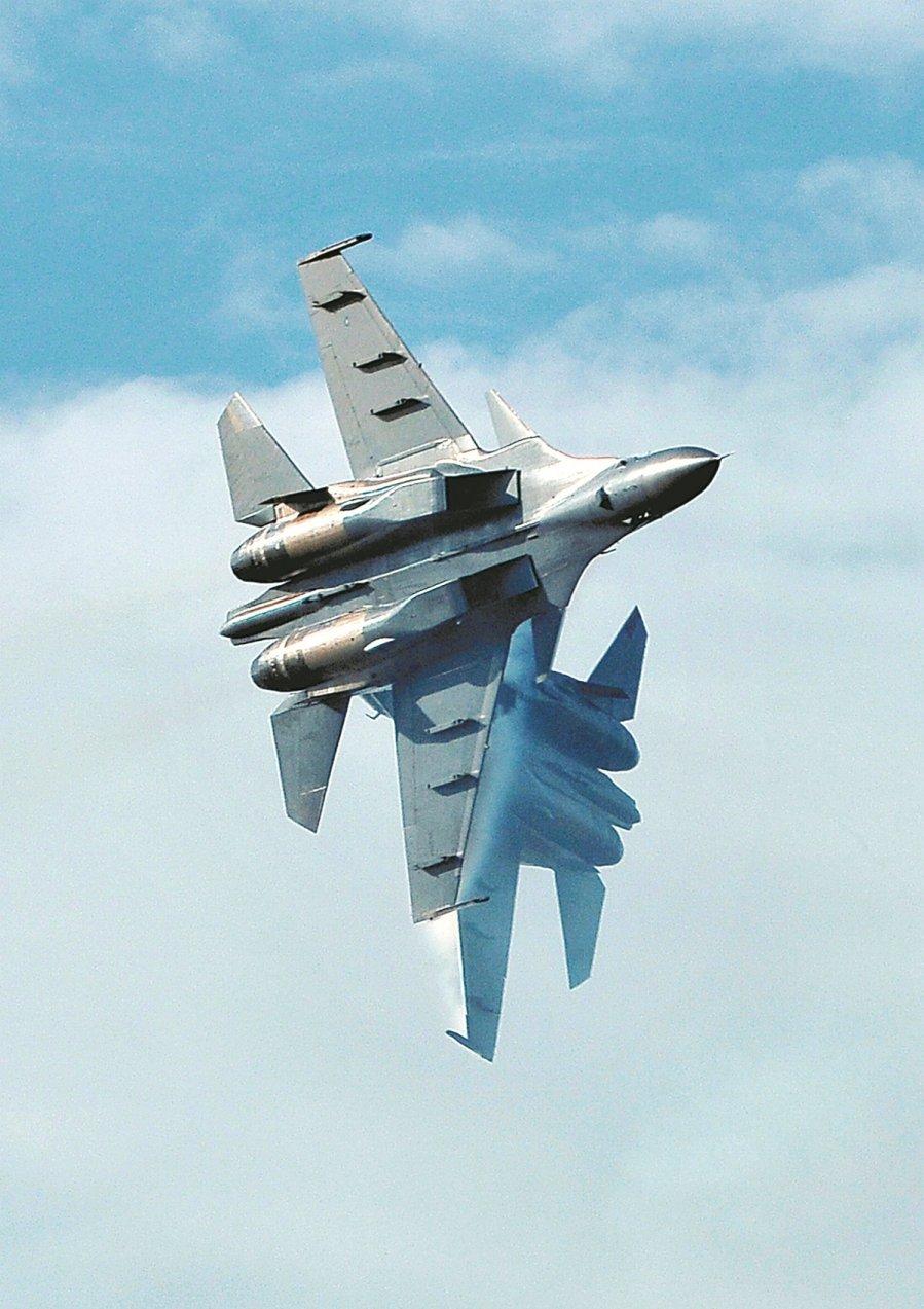 大马皇家空军属下的超级大黄蜂(Super Hornet )战机也参与浮罗交怡国际海空展,呈献飞行表演。