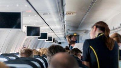 经常在天上飞的空服员对机上饮料退避三分,尤其是热水、咖啡或茶。(示意图)