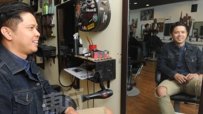 刘建彬的梦想是开100家理发店,他笑言,自己或许没有这么大的力量,只要将Othrs Babers的理念和精神传达出去,由自家学生毕业后来开或以特许经营权的方式来做也行。(摄影:徐慧美)