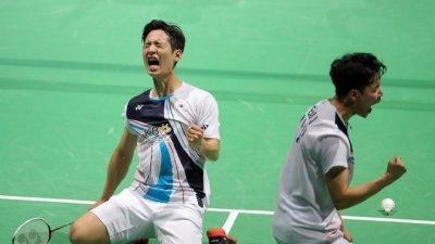 韩国男双催率圭(左起)与徐承宰勇挫印尼世界第一的凯文与吉迪安后,激动庆功!