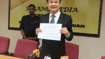 倪可汉表示已通过快邮,向州议员发出申报财产表格,希望朝野议员遵守议会动议,在10月23日前提呈表格。