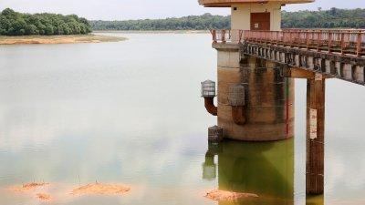 柔州近月来天气干旱炎热,柔州多个滤水站水位持续下降。(档案照)