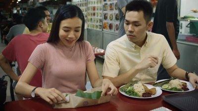 """大马麦当劳的""""辣死你妈""""宣传手法,引起两国人民热烈讨论,大马网民发起了网上联署行动,要在9月16日的马来西亚日前,集结百万个签名支持将椰浆饭列为国菜。"""