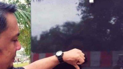 帝帝旺沙湖滨公园开放不到5小时,就被眼见的民众发现有破坏王在该公园的柱子上刻字;该民众拍下种种破坏行径的照片和视频,发布到社交媒体上谴责。(图取自互联网)