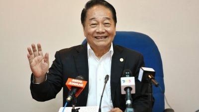 黄顺舸周一召开记者会表明,其于他所领导的全民团结党在州政府里已失势,因此他也不能留在州内阁之中。