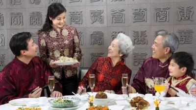 受访者认为陪父母吃大餐,最能表达对父母的关心与爱,而事实是否如此 ?