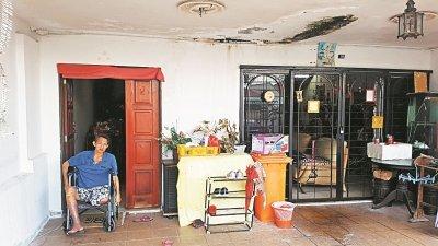 由于糖尿病缠身,邓铭伦近年来只能靠著打散工维持家里生计。如今他因病一贫如洗,被迫卖掉父亲遗留的祖屋。