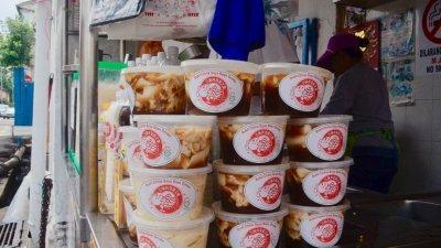陈耀辉的姜水豆花十分受欢迎,其姜水是采用文冬姜熬煮。