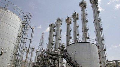 """伊朗原子能组织周一宣布,伊朗将在本月27日,将浓缩铀库存提高至300公斤以上,并称将""""根据国家的需求增加铀浓缩水平""""。图为伊朗在阿拉克的一个重水反应堆。"""