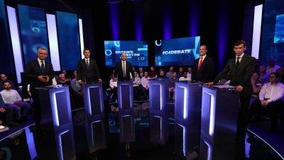 """英国保守党6位竞逐党魁的候选人,获""""第四频道""""邀请出席电视辩论,但大热门、前外长约翰逊缺席,电视台故意留给他的发言台悬空。"""