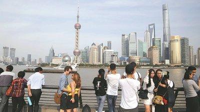中金预测2019年的中国实际国内生产总值(GDP)增速为6.2%,2020年放缓至6.0%。