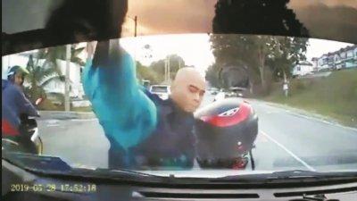 行车记录器一目了然,拍下违规者的干案过程,无从抵赖。
