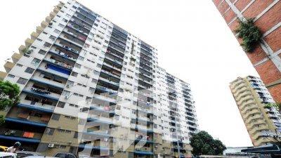 独居华裔老妇生前居住在新山拉庆组屋C座15楼的一个单位内,去世长达3个月,左邻右舍无人知,直至化为骷髅。