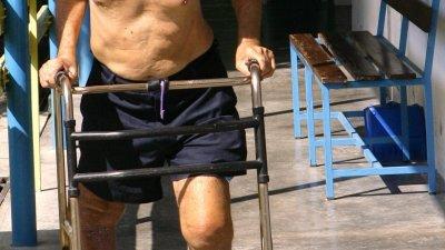 曾患过痛风、风湿类关节炎、肥胖、长期搬重物,或膝盖关节曾经受过伤,都会加快膝盖退化,并容易患上膝盖关节炎。
