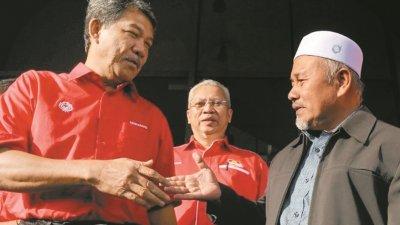 经过多个补选的非正式,巫统与伊党的关系越来越融洽。左起巫统代主席莫哈末哈山、巫统总秘书安努亚慕沙及伊党署理主席端伊布拉欣。