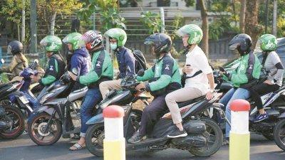 电召摩哆在东南亚非常盛行,我国政府日前批准电召摩哆于明年1月在巴生谷开始试跑。