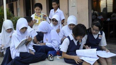 国家宪法规定马来文为国语,但同时也明文保障各族群母语在官方用途以外的自由使用权,更无任何条件禁止政府为各族群母语教育提供便利的措施。(档案照)