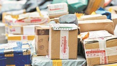 """根据国际环保组织""""绿色和平""""统计,中国各类快递包装材料消耗量已从2000年的2万吨,快速增加至去年的941万吨;若无有效控制,2025年将达4127万吨,成为环保之灾。(图取自网络)"""