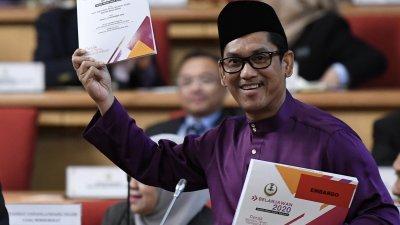 阿末费沙于周五提呈2020年霹雳州财政预算案,尽管预算案中没把独中拨款列为制度化拨款,但州内9所独中还是继续获得180万令吉的特别拨款。