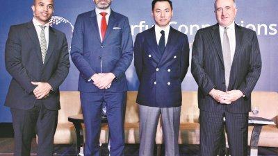 """杰拉德(右)周三出席""""2020年市场展望"""",其他主讲人包括主权债务主管肯尼斯(左起),日本与其他亚洲先进国家经济学家戈文达,及亚洲基础设施投资银行高级金融机构关系员申斯蒂芬。"""