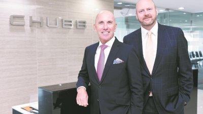 斯蒂夫(左)和泰思博一同出席媒体简报会。