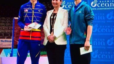 大马19岁男单黄智勇(左)因韩国常青树李炫一(右)次局伤退,得以进账成年赛首冠。