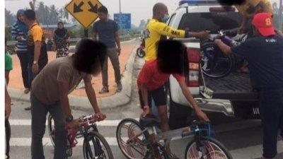 巴生北区警方在巴生第三大桥进行取缔行动,在现场充公蚊子脚车,并把5名少年带回警局进行辅导。