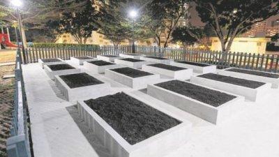 新加坡菜市路第41座组屋底楼出现设计像墓地的园圃,一些居民看了心里发毛。