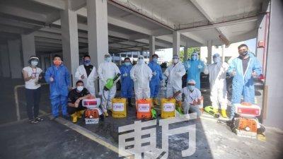 民主行动党特工队到适耕庄公寓消毒,也希望居民做好个人防疫措施,共同截断传播链。