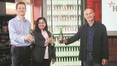 白罗伦(右起)与乐努卡依德拉惹和容斯乐,一同出席媒体发布会。