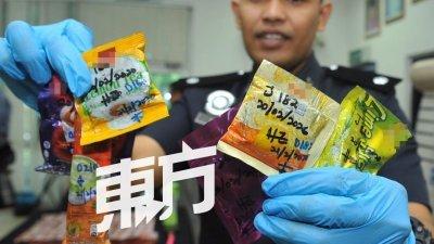 毒贩使用某品牌的冲泡饮料包装藏毒,试图逃过警方的法眼。(摄影:蔡开国)
