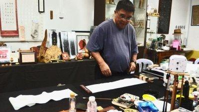 曾昭智是沂水阁沉香书艺廊的灵魂人物。