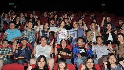 李心洁在电影特映会亮相,呼吁观众踊跃入场支持《夕雾花园》。