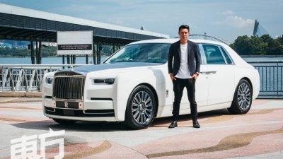 劳斯莱斯幻影第八代是戴祖亿目前开过最昂贵的车款,他也是本地唯一有幸开箱和试驾这款轿车的媒体/YouTuber。