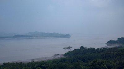 仁川市江华岛隔著汉江的对岸就是朝鲜。