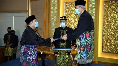 哈芝芝宣誓就任沙巴首长 另3党魁任副首长