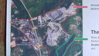 从鸟瞰图可见,拱桥山的大部分面积已被开采,绿色线的部分为释迦圣法岩佛寺所在位置。